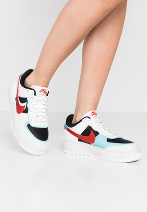 AIR FORCE 1 SHADOW - Matalavartiset tennarit - summit white/chile red/bleached aqua/black