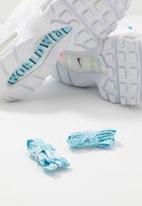 Nike Sportswear - AIR MAX 95 - Sneakers laag - white/volt/blue fury/black - 7