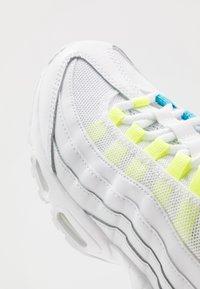Nike Sportswear - AIR MAX 95 - Sneakers laag - white/volt/blue fury/black - 2