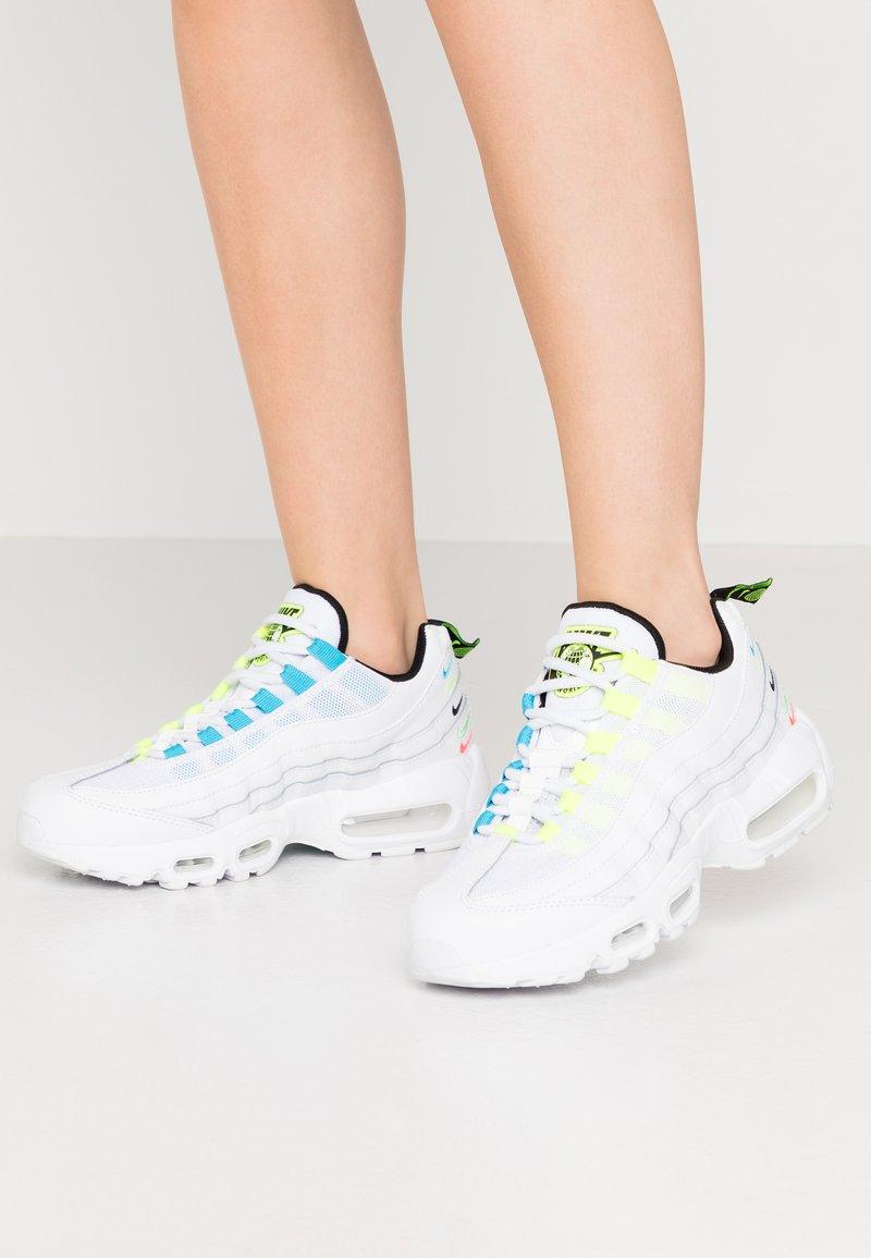 Nike Sportswear - AIR MAX 95 - Sneakers laag - white/volt/blue fury/black