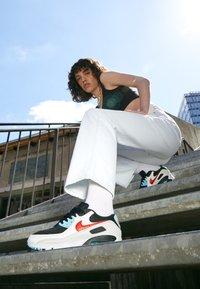 Nike Sportswear - AIR MAX 90 - Sneakers laag - summit white/chile red/bleached aqua/black - 2