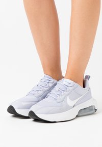 Nike Sportswear - AIR MAX VERONA - Sneakers laag - ghost/white/metallic silver/black - 0