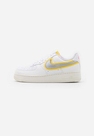 AIR FORCE 1 - Matalavartiset tennarit - white/metallic silver/university gold