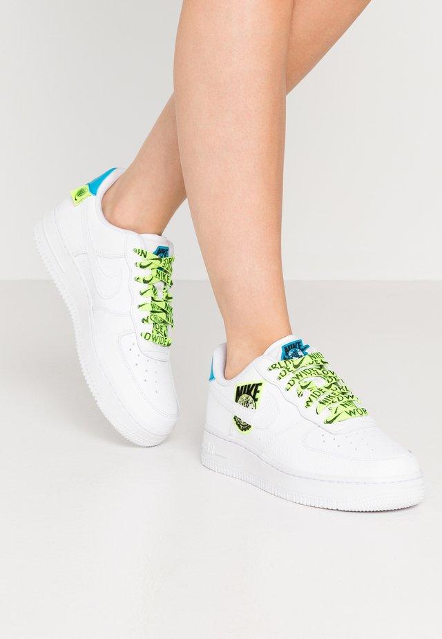 AIR FORCE  - Sneaker low - white/volt/laser blue/black