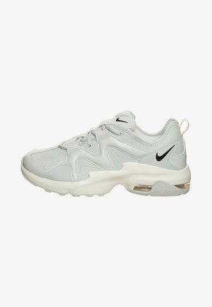 AIR MAX GRAVITATION - Zapatillas - photon dust / black / sail