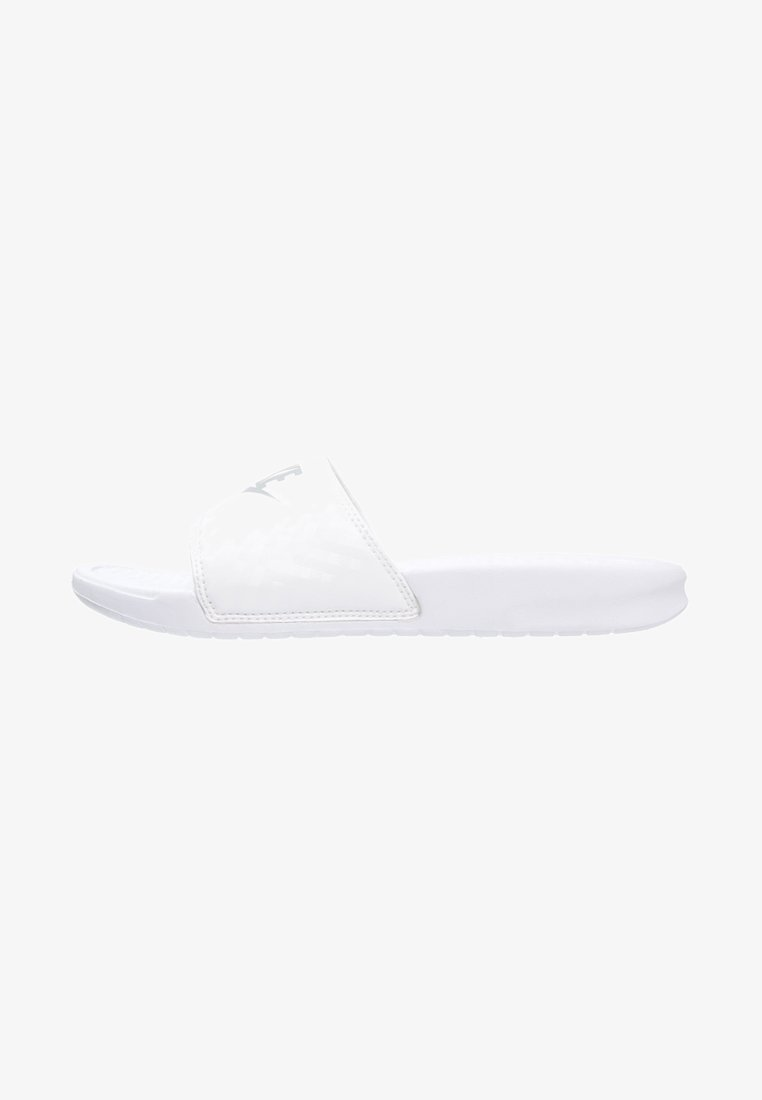 Nike Sportswear - BENASSI - Pantolette flach - white/metallic silver