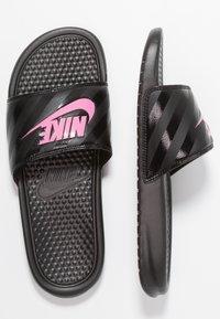 Nike Sportswear - BENASSI - Pantofle - black/vivid pink - 1
