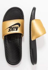Nike Sportswear - BENASSI - Mules - black/metallic gold - 3