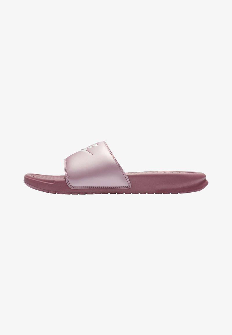 Nike Sportswear - BENASSI JUST DO IT - Sandales de bain - shadowberry/plum chalk/white