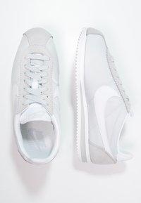 Nike Sportswear - CLASSIC CORTEZ - Sneaker low - pure platinum/white - 3