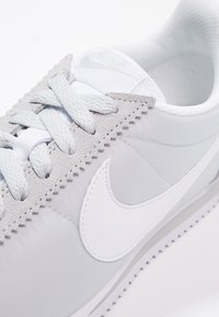 Nike Sportswear - CLASSIC CORTEZ - Sneaker low - pure platinum/white - 6