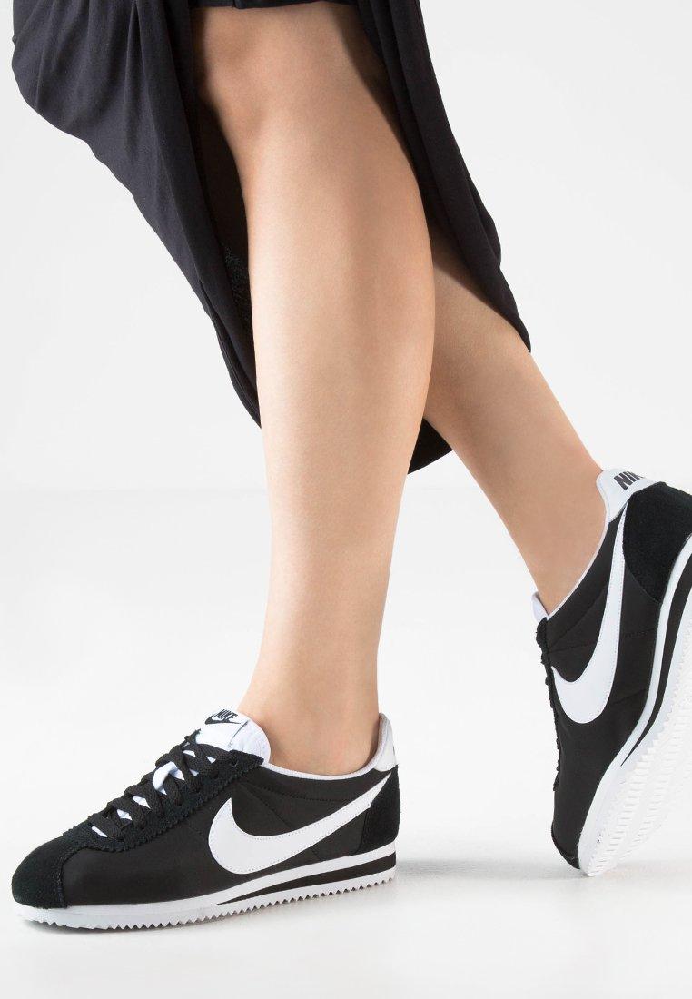 Nike Sportswear - CLASSIC CORTEZ - Trainers - black/white