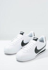 Nike Sportswear - CORTEZ - Sneaker low - white/black - 3
