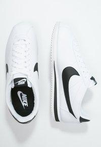 Nike Sportswear - CORTEZ - Sneaker low - white/black - 2