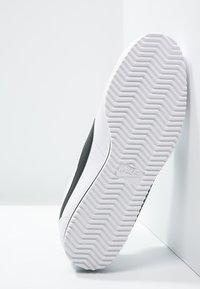 Nike Sportswear - CORTEZ - Sneaker low - white/black - 5