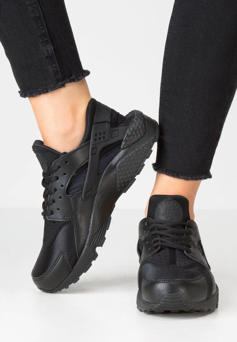 Nike Sportswear - HUARACHE  - Sneaker low - black