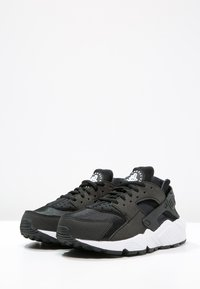 Nike Sportswear - HUARACHE  - Joggesko - black/white - 2