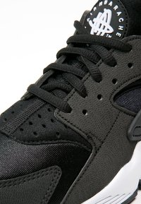 Nike Sportswear - HUARACHE  - Joggesko - black/white - 5