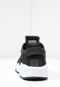 Nike Sportswear - HUARACHE  - Joggesko - black/white - 3