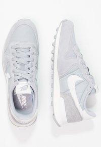 Nike Sportswear - INTERNATIONALIST - Trainers - wolf grey/summit white/sail - 2