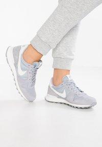 Nike Sportswear - INTERNATIONALIST - Trainers - wolf grey/summit white/sail - 0