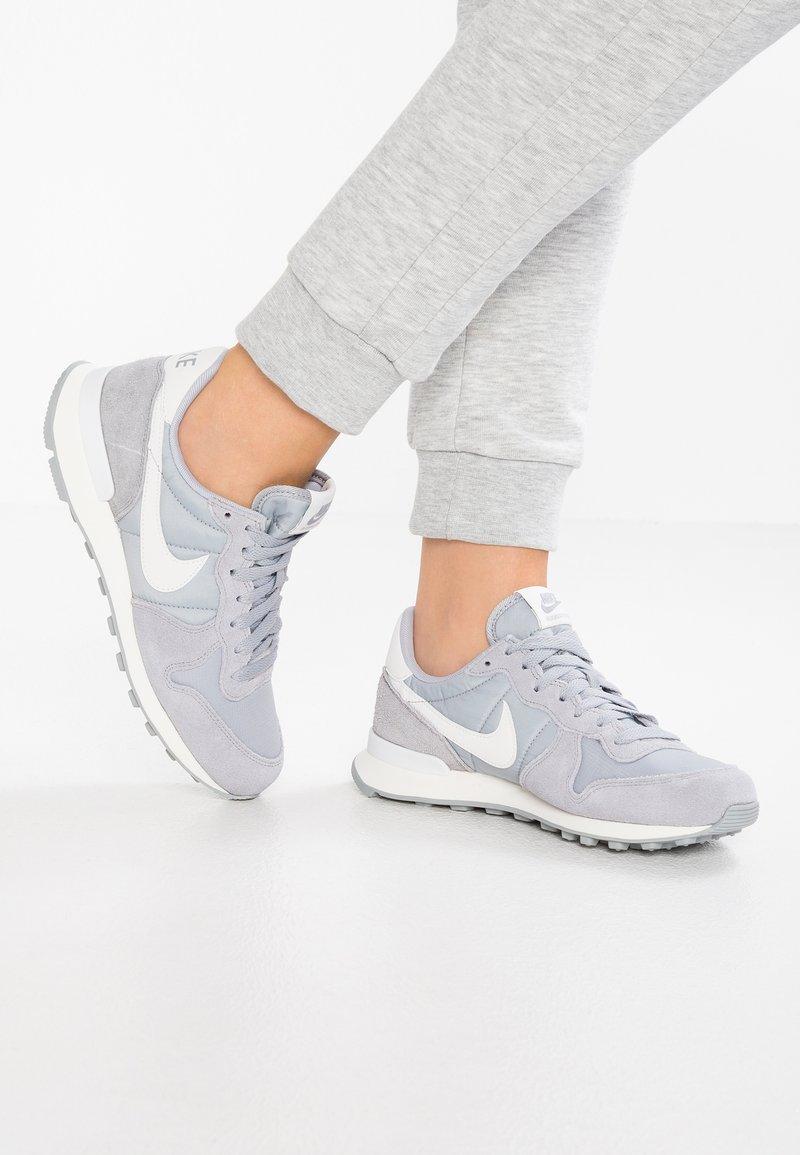 Nike Sportswear - INTERNATIONALIST - Trainers - wolf grey/summit white/sail