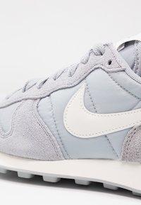 Nike Sportswear - INTERNATIONALIST - Trainers - wolf grey/summit white/sail - 6