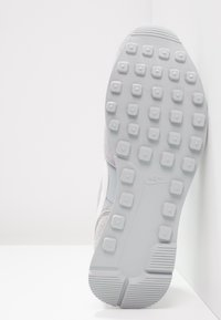 Nike Sportswear - INTERNATIONALIST - Trainers - wolf grey/summit white/sail - 5
