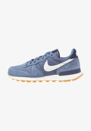 INTERNATIONALIST - Matalavartiset tennarit - diffused blue/summit white/neutral indigo/sail/light brown