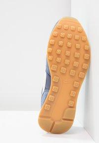 Nike Sportswear - INTERNATIONALIST - Baskets basses - diffused blue/summit white/neutral indigo/sail/light brown - 4
