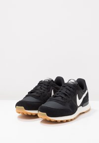 Nike Sportswear - INTERNATIONALIST - Zapatillas - black/summit white/anthracite/sail - 3