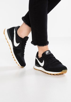 INTERNATIONALIST - Matalavartiset tennarit - black/summit white/anthracite/sail