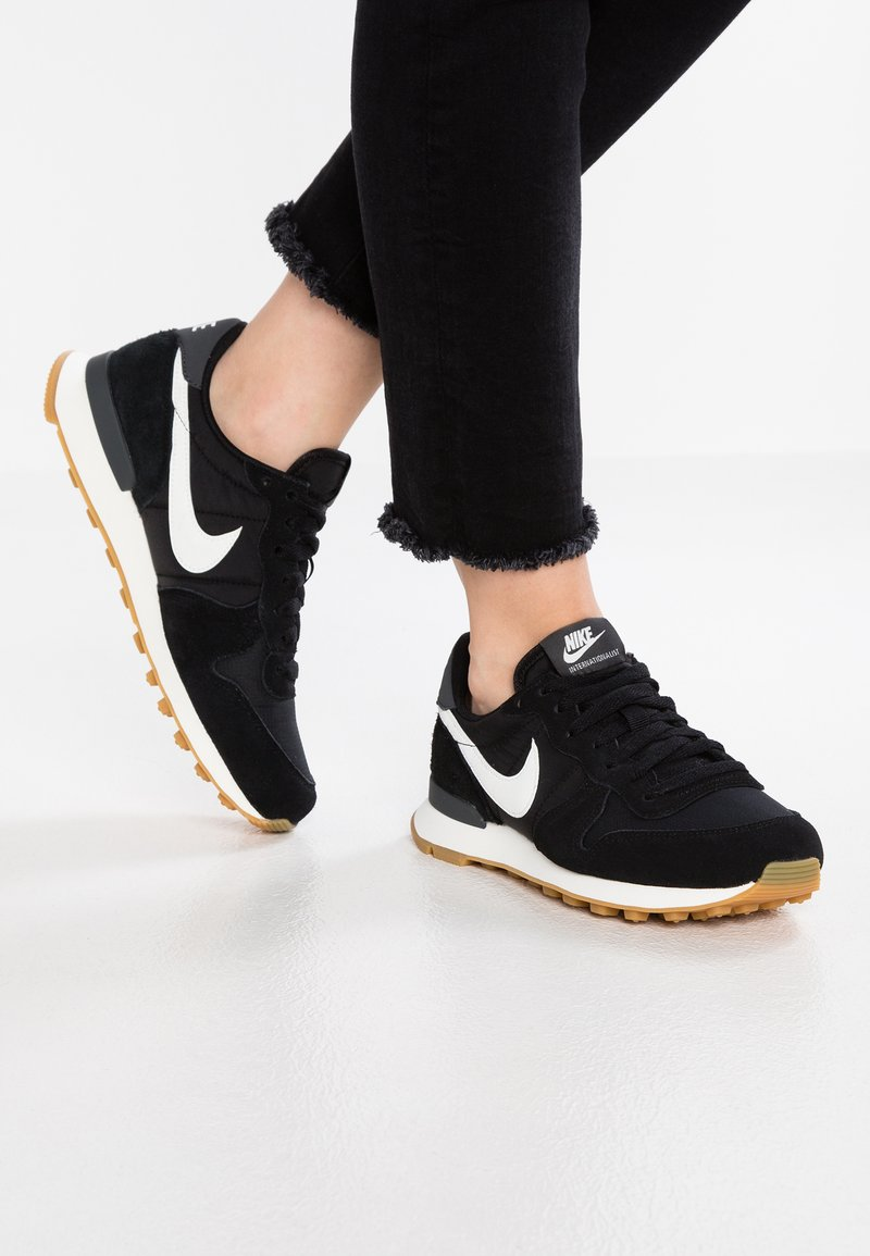 Nike Sportswear - INTERNATIONALIST - Sneakers laag - black/summit white/anthracite/sail