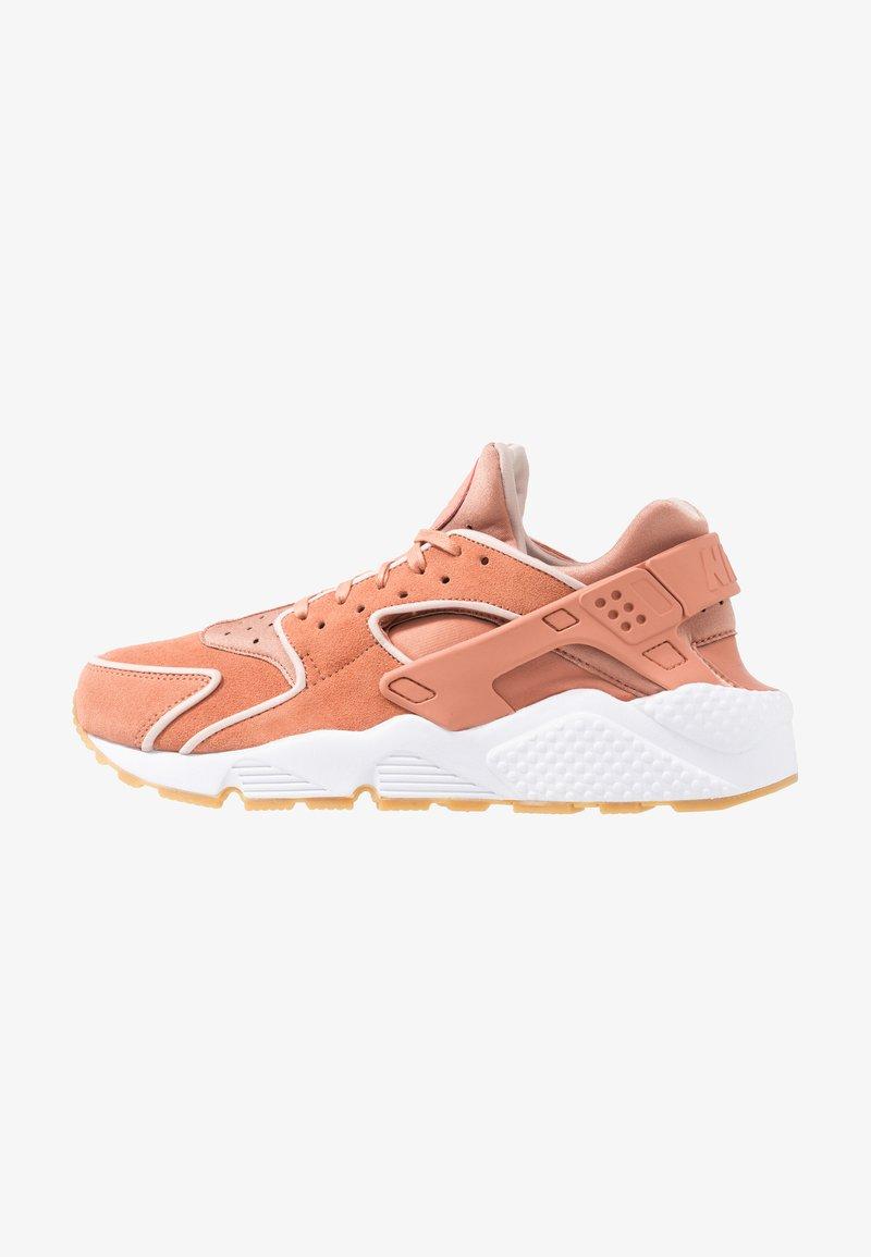 Nike Sportswear - AIR HUARACHE RUN PRM - Sneakers laag - terra blush/particle beige/white/light brown