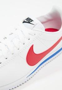 Nike Sportswear - CLASSIC CORTEZ LEATHER - Sneakers - white/varsity red/varsity royal - 5