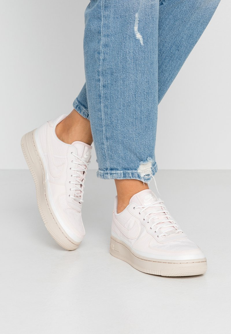 Nike Sportswear - AIR FORCE 1 '07 SE - Sneakers - light pink/light soft pink/summit white/desert sand