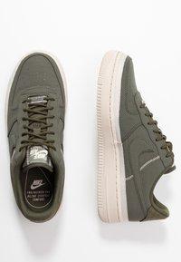 Nike Sportswear - AIR FORCE 1 '07 SE - Sneakers - cargo khaki/desert sand - 3