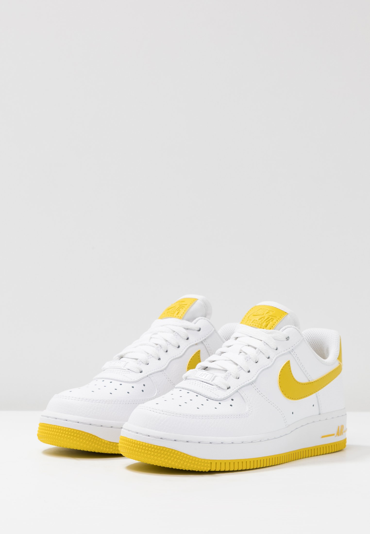 AIR FORCE 1'07 Baskets basses whitebright citron