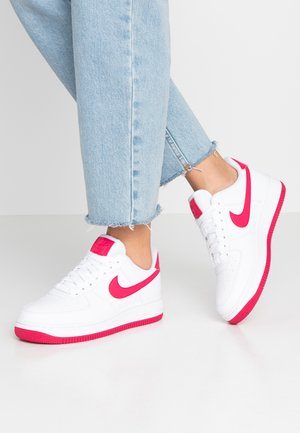 AIR FORCE 1'07 - Zapatillas - white/wild cherry/noble red