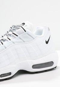 Nike Sportswear - AIR MAX '95 - Tenisky - white/black - 5