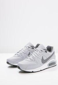 Nike Sportswear - AIR MAX COMMAND - Sneakers basse - wolf grey/metallic dark grey/black/white - 2
