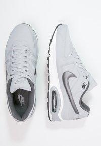 Nike Sportswear - AIR MAX COMMAND - Sneakers basse - wolf grey/metallic dark grey/black/white - 1