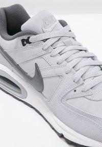 Nike Sportswear - AIR MAX COMMAND - Sneakers basse - wolf grey/metallic dark grey/black/white - 5