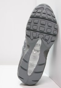 Nike Sportswear - AIR MAX 95 ESSENTIAL - Sneakers laag - cool grey - 4