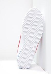Nike Sportswear - CLASSIC CORTEZ - Zapatillas - white/varsity red/varsity royal - 4