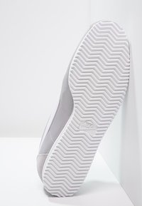 Nike Sportswear - CLASSIC CORTEZ - Sneakers basse - wolf grey/white - 4