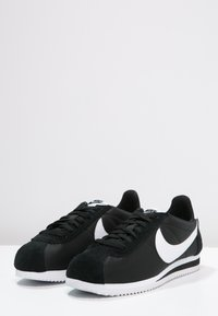 Nike Sportswear - CLASSIC CORTEZ - Sneakersy niskie - black/white - 2