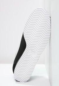 Nike Sportswear - CLASSIC CORTEZ - Sneakersy niskie - black/white - 4