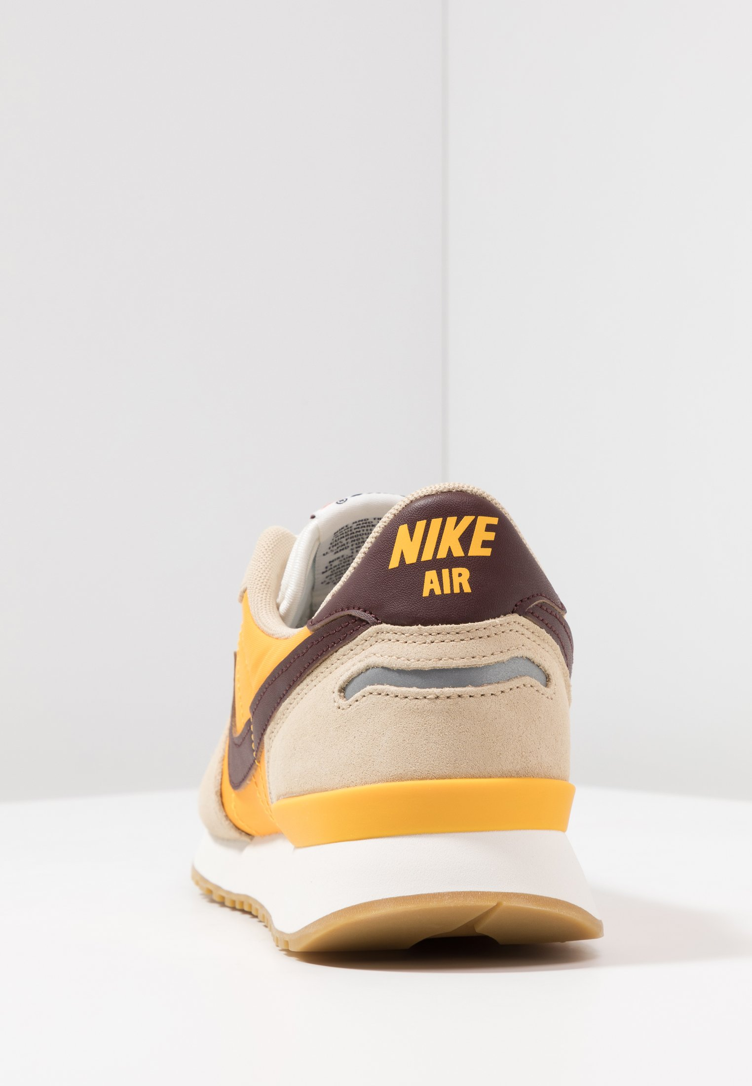 AIR VORTEX - Zapatillas - desert ore/el dorado/university gold/sail/light  brown/team orange
