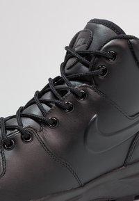 Nike Sportswear - MANOA - Korkeavartiset tennarit - schwarz - 5